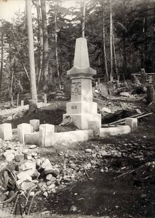 Soapy_Smith_affair_grave_of_Frank_H_Reid_Reids_monument_Skagway_Alaska