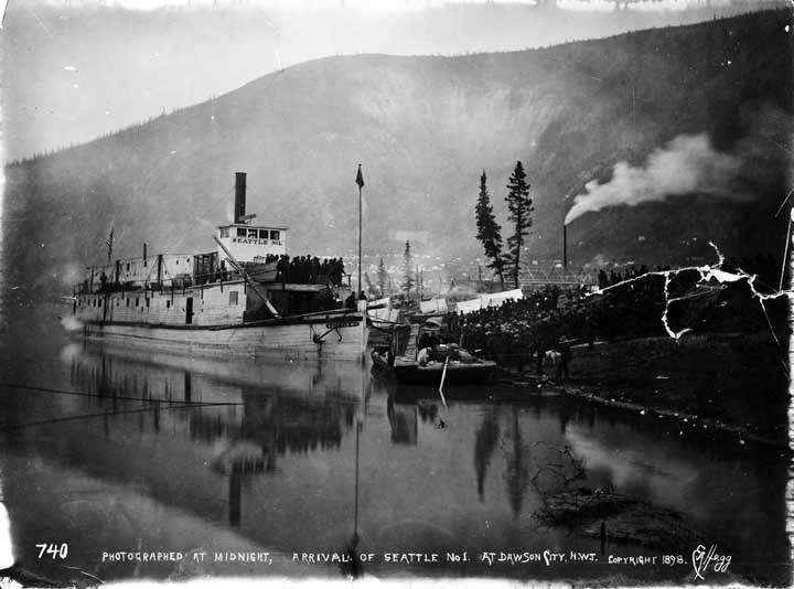 Photographed_at_midnight_arrival_of_Seattle_No_1_at_Dawson_City_NWT
